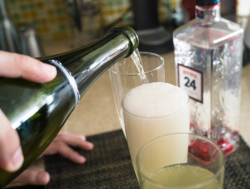 How to make a French 75 cocktail recipe